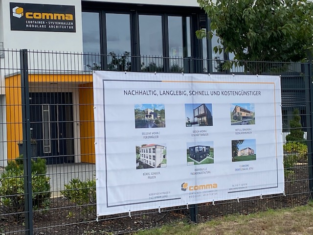 Comma Container Banner